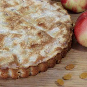 заказать пирог с яблоком и брусникой в сметанном соусе